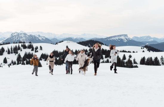 Famille à la montagne