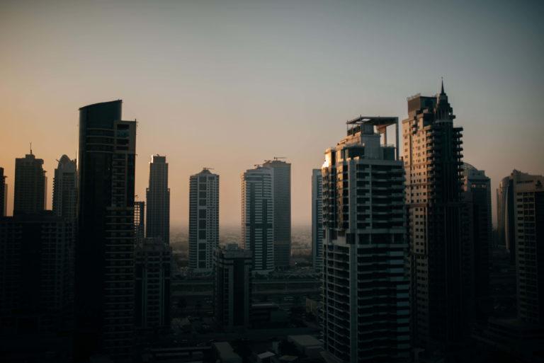 Vue sur les grattes ciel à Dubaï